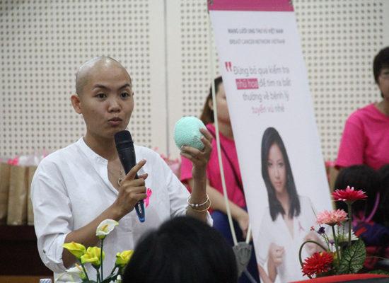 Tặng 100 áo ngực cho các bệnh nhân ung thư vú Đà Nẵng