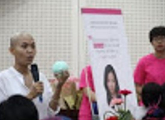 Donated 100 bras for Danang cancer patients