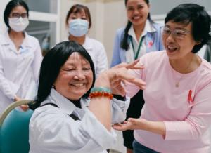 Thành lập Thư viện tóc gồm 100 bộ tại bệnh viện Bạch Mai