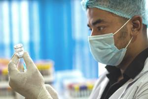 Bệnh nhân ung thư có nên tiêm vaccine COVID-19 không?